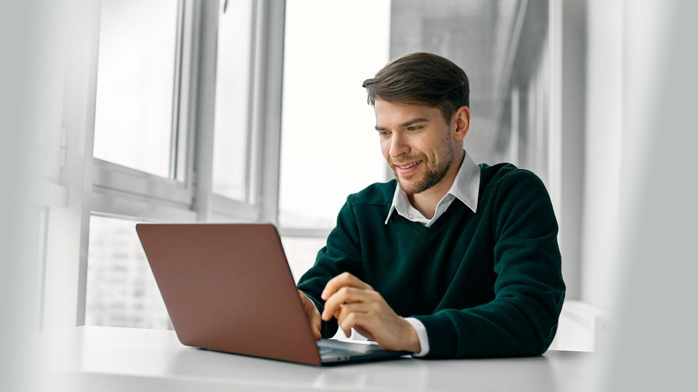 Business people using Microsoft PowerApps